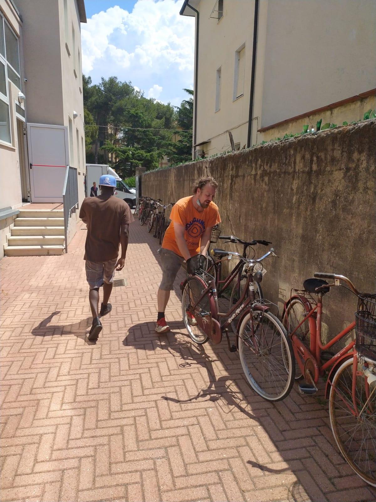 Una preziosa donazione di biciclette per la Scuola dei Mestieri